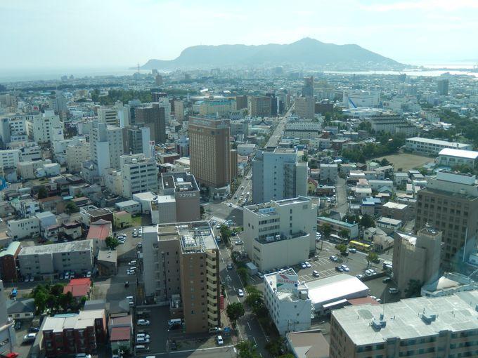 函館山と市街を望む景色も見られる