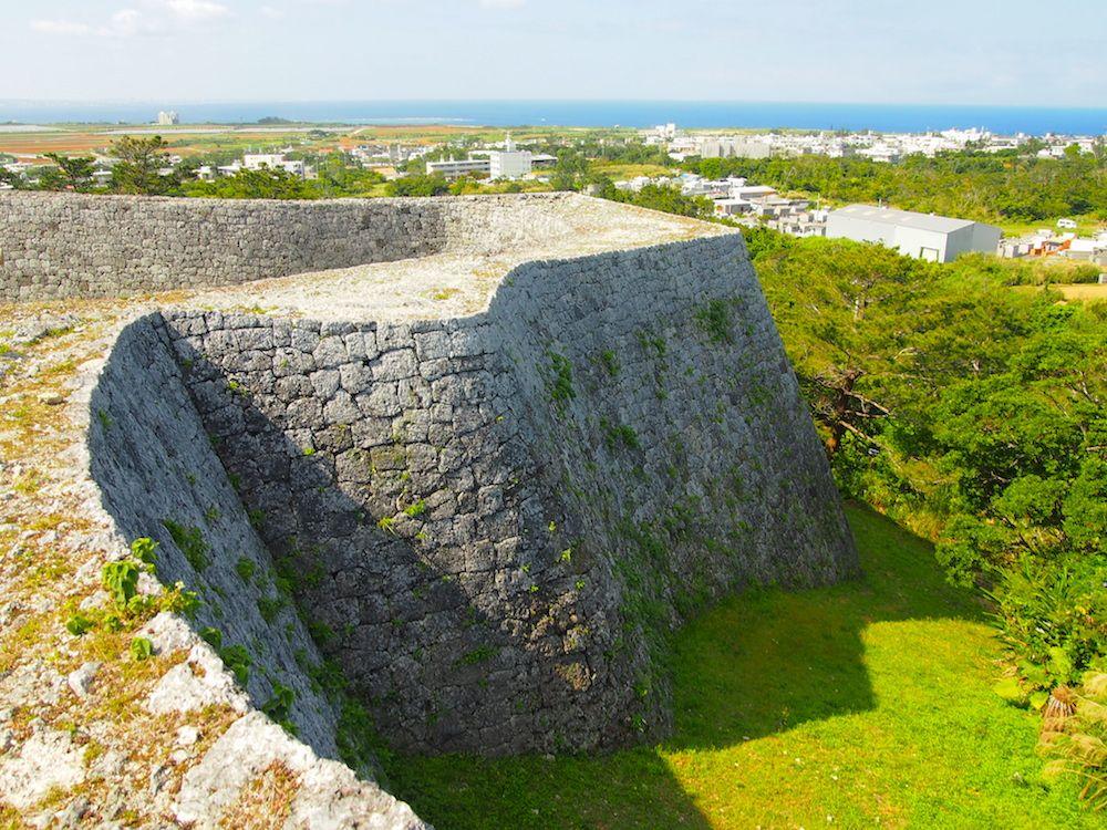沖縄最古のアーチ門を見られる「座喜味(ざきみ)城」