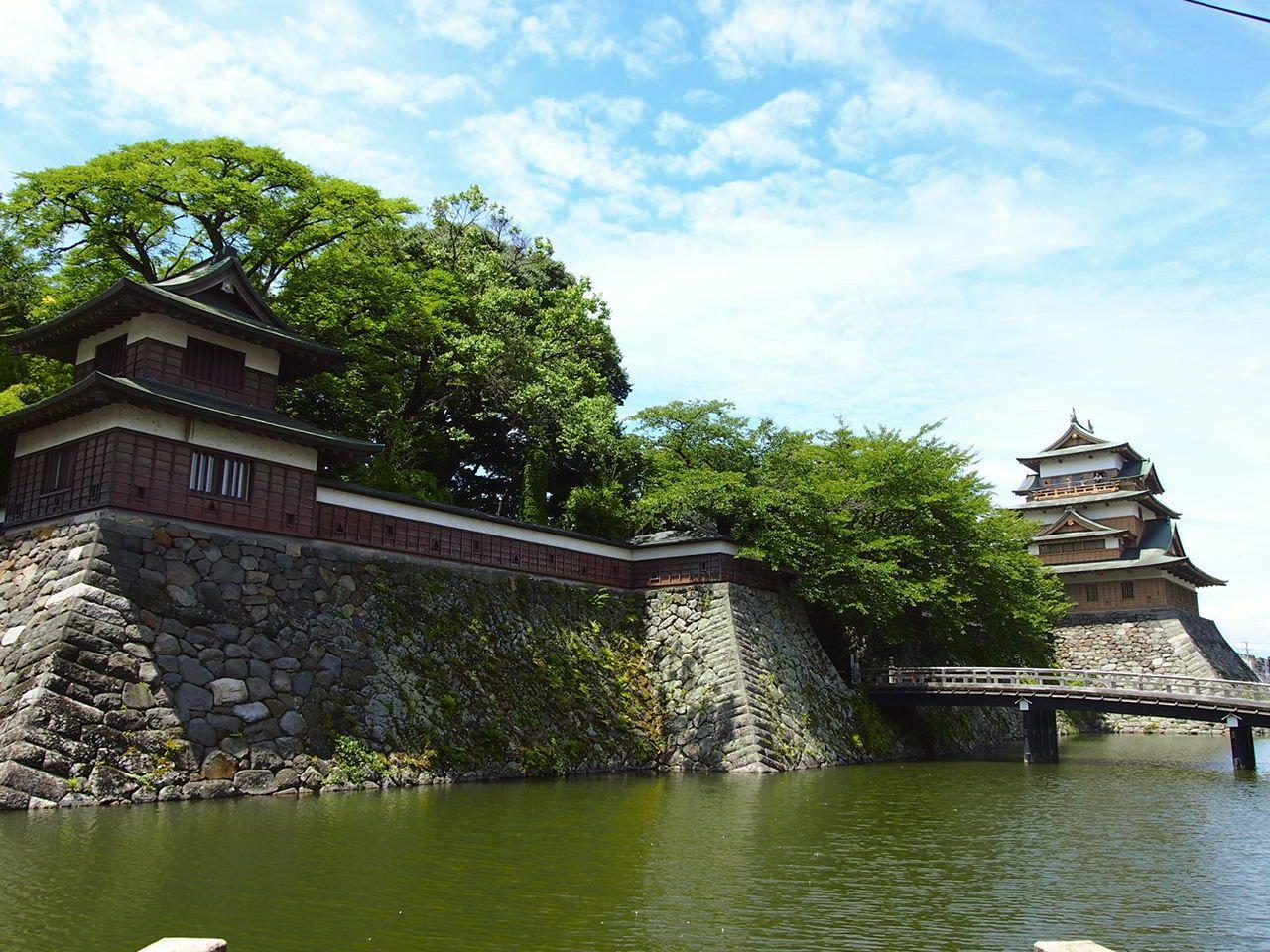 諏訪湖に浮かぶ三大湖城!続日本100名城に選ばれた「高島城」って?