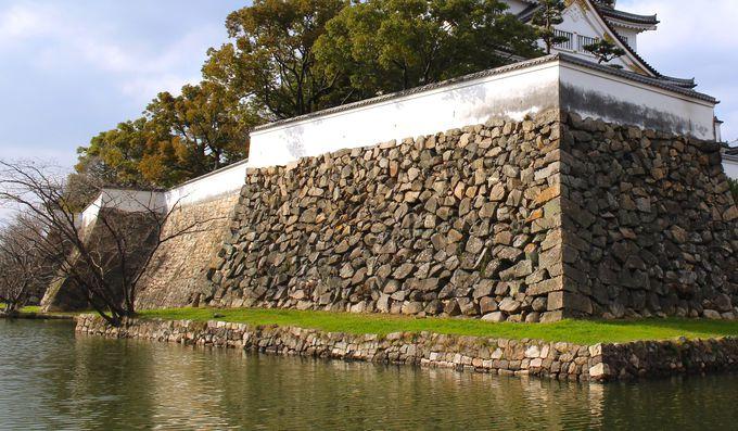 萌えポイント(2)かつての面影を残す、広い水堀