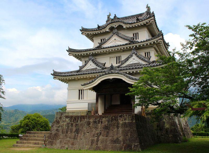 愛媛にある「宇和島城」はひと味違う!築350年の天守って?
