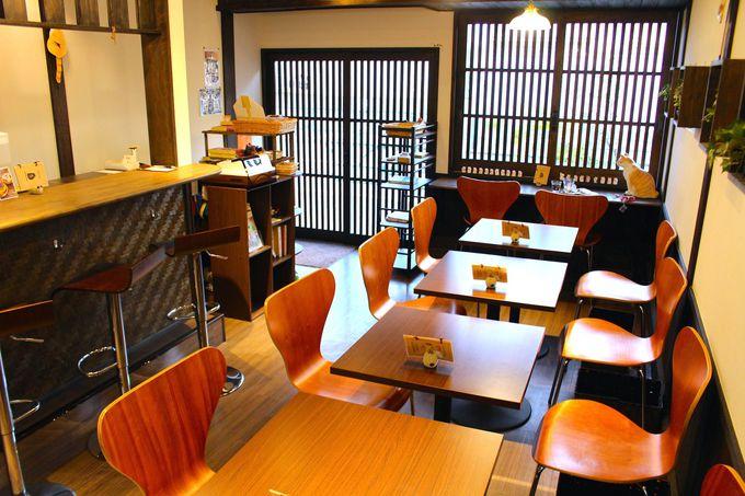 店内は落ち着いた古民家カフェ