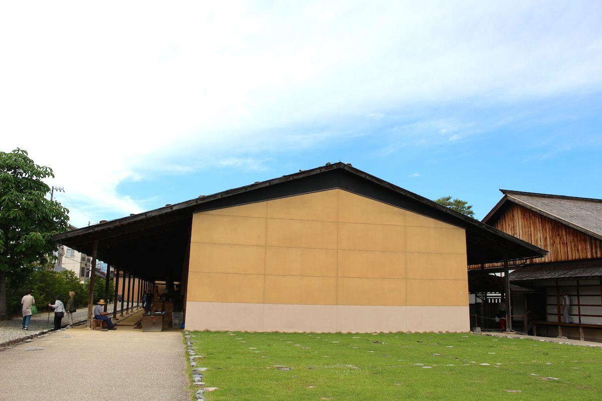 高山城から移築した御蔵と伝統工法