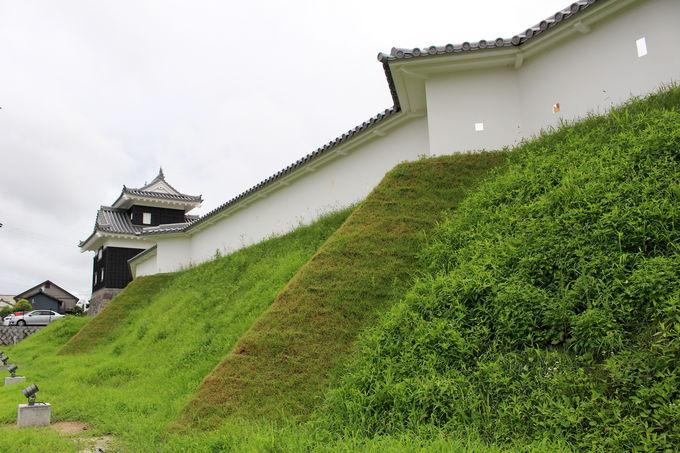 ここに注目! 二之丸丑寅櫓と屏風折れの土塀