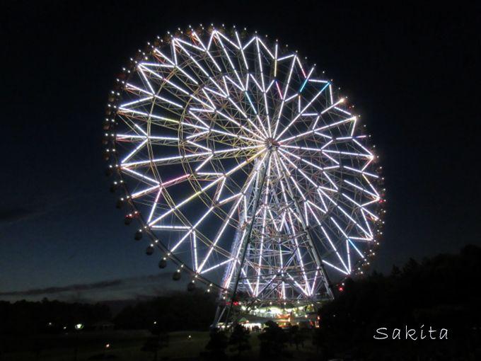 公園のシンボル「ダイヤと花の大観覧車」日没とともにライトアップ