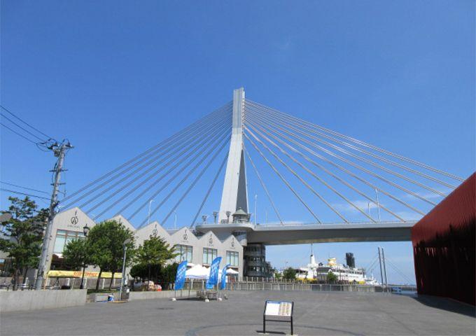【3】有名デザイナーが監修・白い三角屋根のA-FACTORY(エーファクトリー)で小粋なお土産探し!