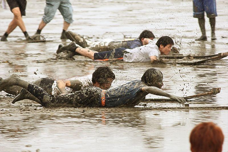 大人のモヤモヤも干潟で開放!「道の駅鹿島」で気軽に泥んこ体験!