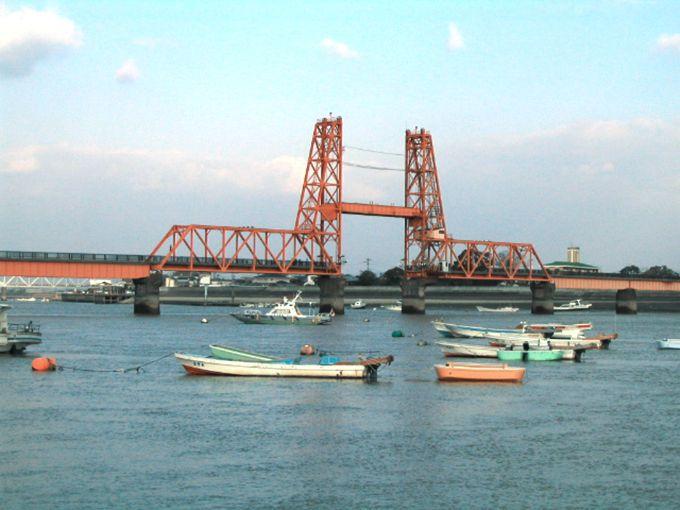 舟から見ても歩きでも!鮮やかな朱色の重要文化財「筑後川昇開橋」