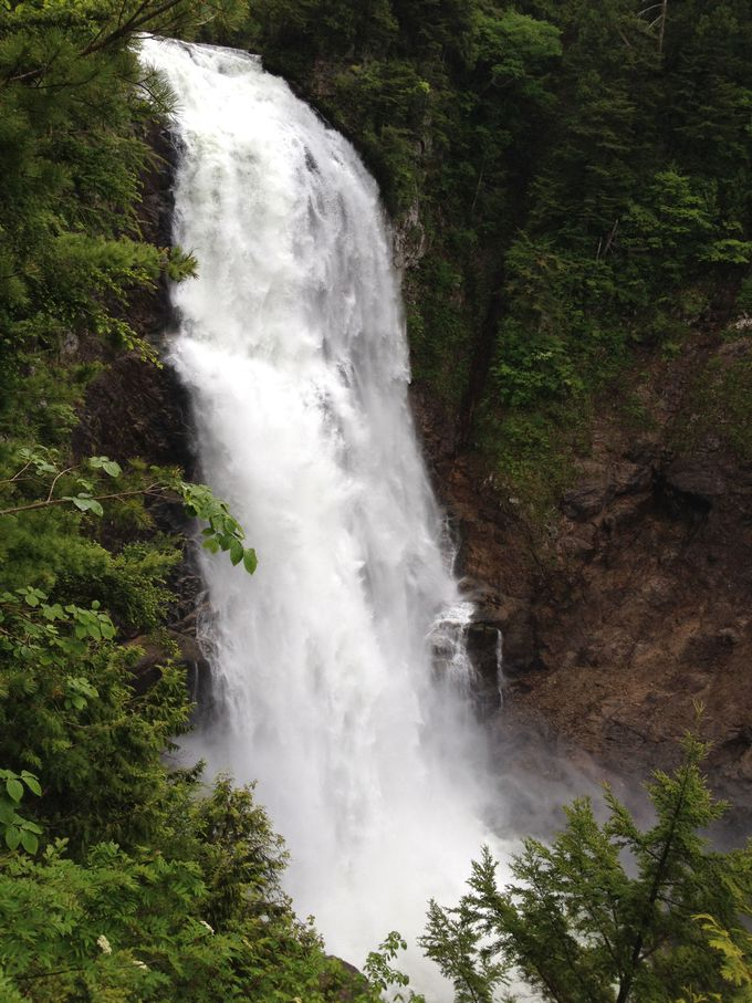 日本の滝百選の「三条の滝」 雪解けシーズンは『一条』に!