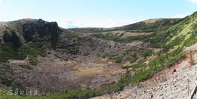 「から釜」越しに礫地をぐるり 夏はコマクサが咲き乱れる