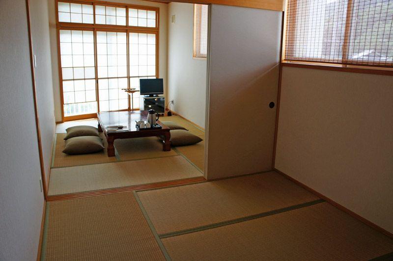 ふつうの民宿の部屋とは一味違う、こだわりの名駒の客室