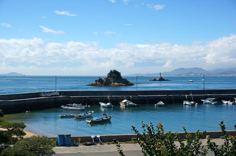 目の前に広がる来島海峡、空気が澄めば名峰石鎚山も展望!