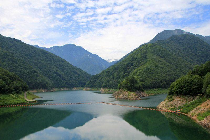 絶景のダム湖、実は誰もが知る伝説のアニメの舞台