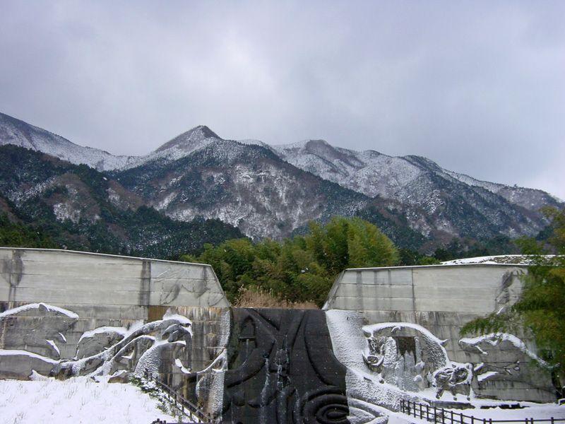 温暖な松山から1時間足らずで雪景色!