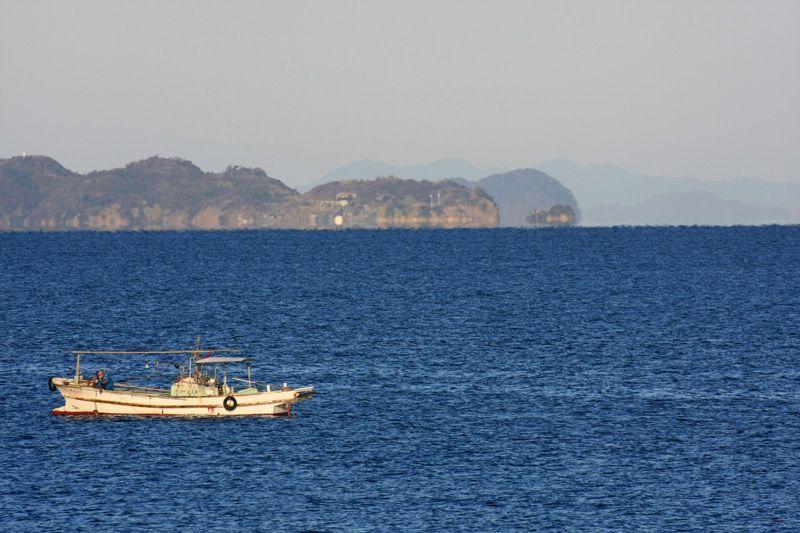 だるま夕日の秘密は、島が浮く蜃気楼!