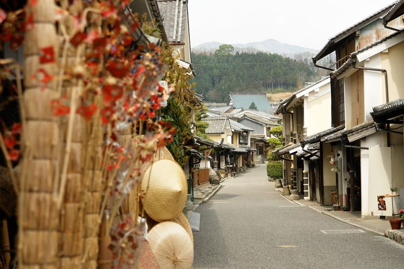 桜咲く伝統的な町並みは、まさに日本のふるさと!