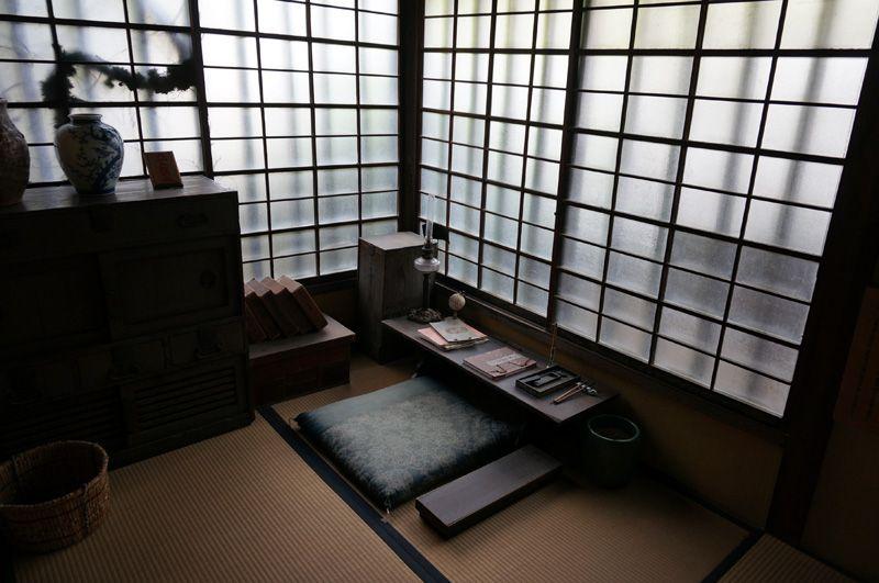 正岡子規が暮らした家が駅のすぐ近くに!松山「子規堂」当時の坊ちゃん列車も展示