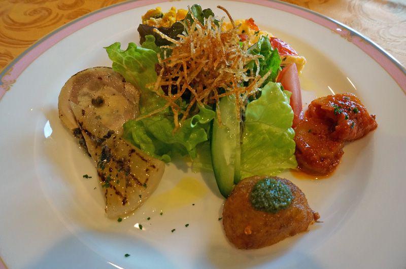 ランチでも前菜つき、気軽に高級料理が楽しめる!