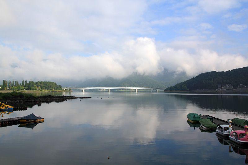 宿の目の前は河口湖の絶景!
