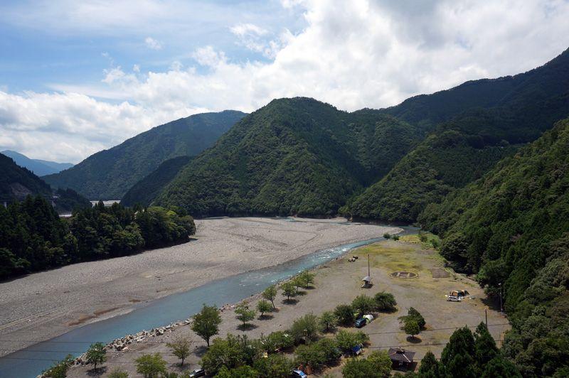 吊り橋から望む十津川の流れは絶景中の絶景!
