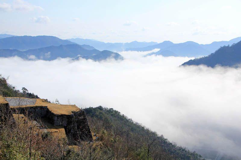 誰もいない雲上の竹田城はまさに秘境!