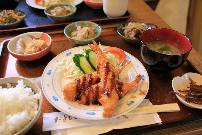 地元の方にも人気のお店で竹野浜の海の幸を満喫