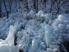 早朝の銀世界が静かで美しい!秩父「あしがくぼの氷柱」