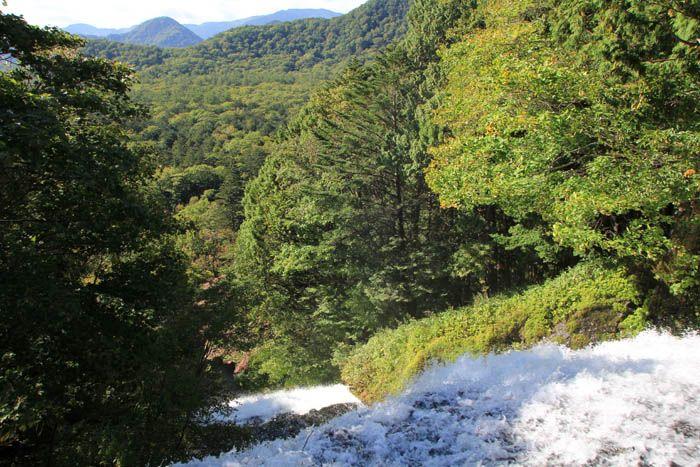 一足早く秋の気配を満喫できる湯ノ湖