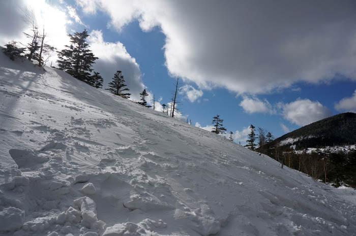 坪庭からの登山道は雪を楽しみながら進もう!