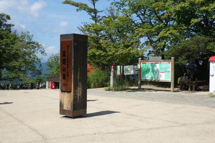 高尾山はまるで人気観光地のような賑わい