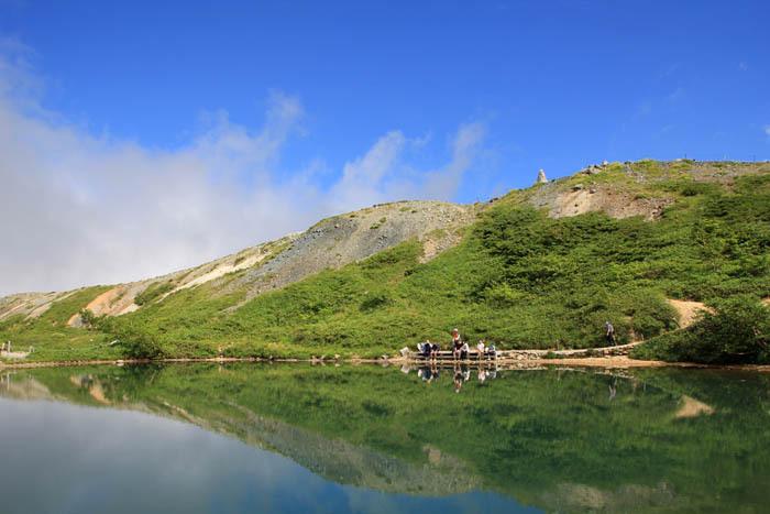 雲が目の前を飛ぶ天空の池「八方池」