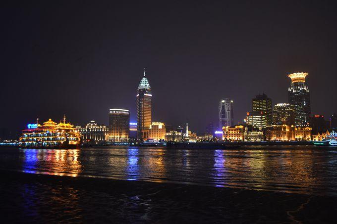 オフィス街浦東地区で過ごす夜の上海