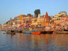 インドの聖地バラナシで忘れられない感動的な朝日を見よう!