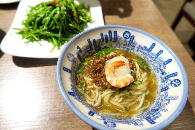 お昼は永康街にある「度小月」で手頃で美味しい擔仔麺(たんつーめん)を!
