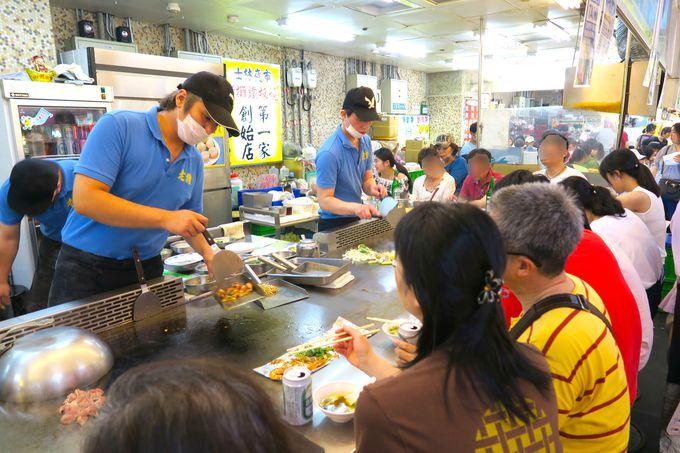 「美食区」で美味しいB級グルメを堪能!