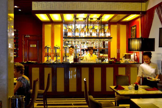 朝食は、パンやフルーツ、ベトナム料理を堪能できるブッフェスタイル!