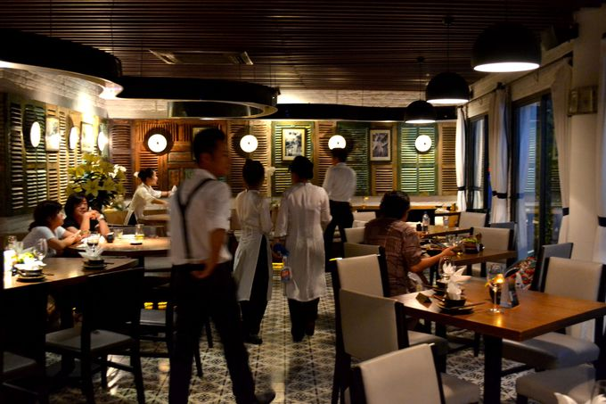 食事の後は、気分を変えて5階でお酒を楽しもう!