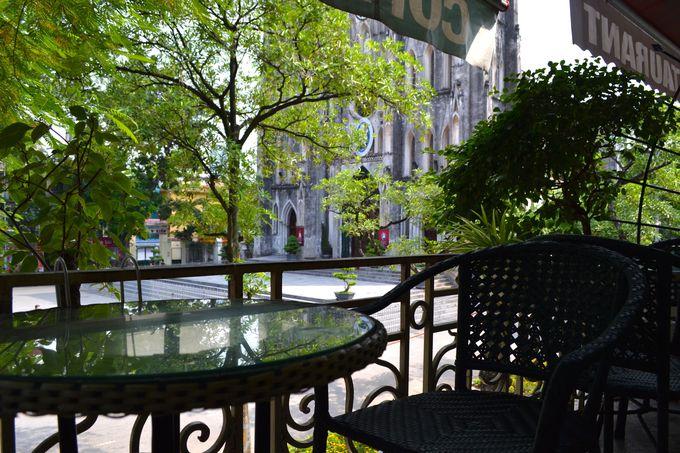 カフェ「MARILYN」で、教会の鐘の音を楽しもう