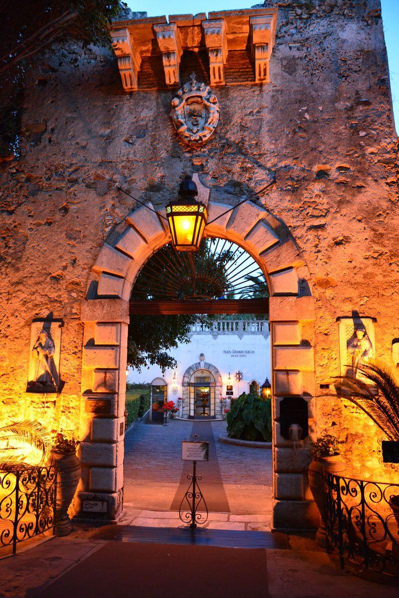 伊・タオルミーナ「サン ドメニコ パレス ホテル」で歴史に浸る優雅なステイ