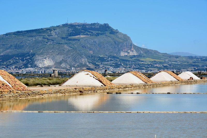 伊・シチリア島ならではの塩田風景が広がる街「トラパニ」
