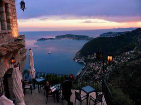 南仏で人気のエズ村「シャトーホテルエズ」で地中海の甘い夢を見る