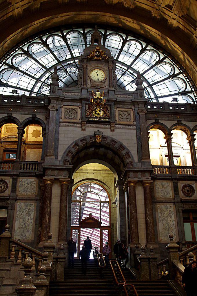 美術館?それとも大聖堂?美し過ぎるアントワープ中央駅