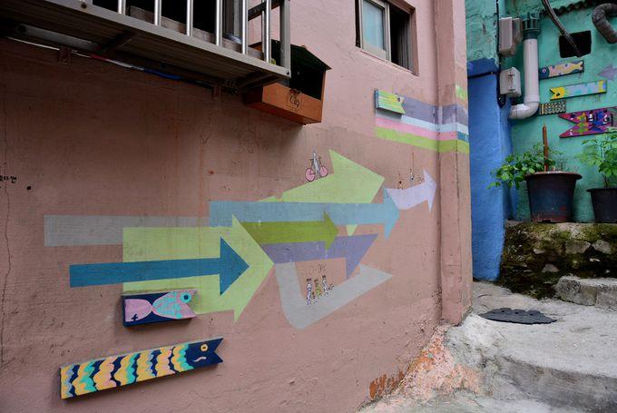 可愛い鯉のぼりが道案内!アート系路地裏集落の迷路のような街歩き