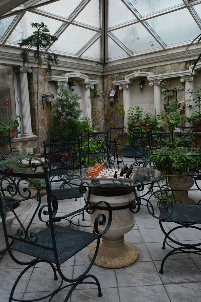 フレンドリーなスタッフとおしゃべりしながら、中庭の見学もお忘れなく!