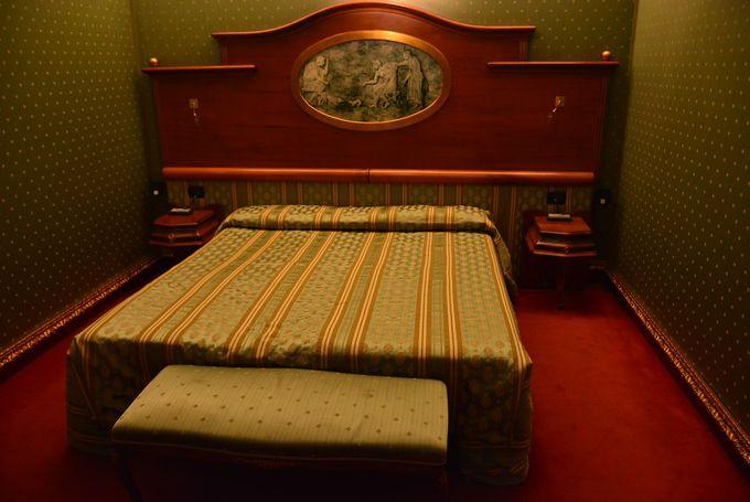 シンプルでクラシカルなお部屋は静かな眠りを約束♪