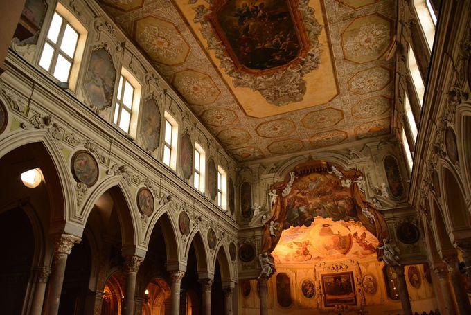 世界遺産歴史地区の中でも忘れちゃいけない「ナポリ大聖堂(Duomo)」