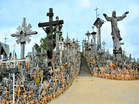 リトアニア・シャウレイ「十字架の丘」おびただしい数の十字架はインパクト大!