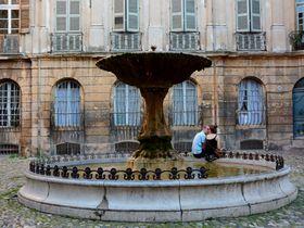 中世プロヴァンス王国の首都、仏エクスアンプロヴァンスで噴水巡り