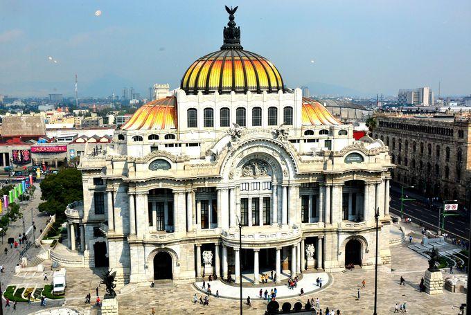 伊の建築家によって建てられた美しい「ベジャス・アルテス宮殿」