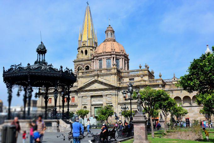 グアダラハラと言えばこの風景!「アルマス広場」